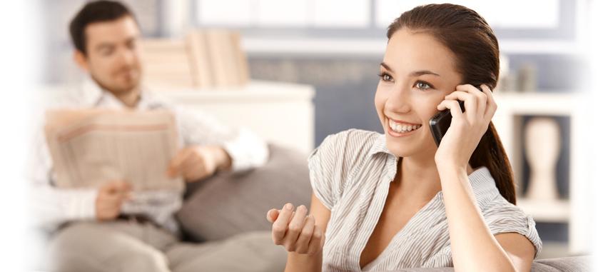 kobieta rozmawiająca przez telefon